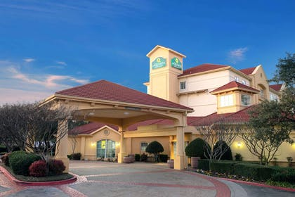 Exterior | La Quinta Inn & Suites by Wyndham Dallas Arlington South