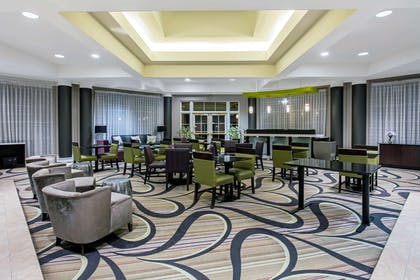 Lobby | La Quinta Inn & Suites by Wyndham Dallas Arlington South