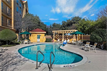 Pool | La Quinta Inn & Suites by Wyndham Dallas Arlington South