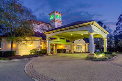 Exterior | La Quinta Inn & Suites by Wyndham Raleigh Cary