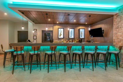 BarLounge | La Quinta Inn & Suites by Wyndham New Orleans Downtown