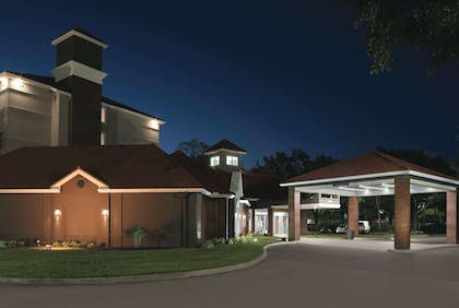 Exterior | La Quinta Inn & Suites by Wyndham Orlando Lake Mary
