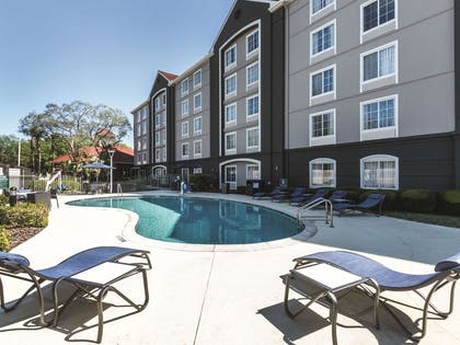 Pool | La Quinta Inn & Suites by Wyndham Orlando Lake Mary