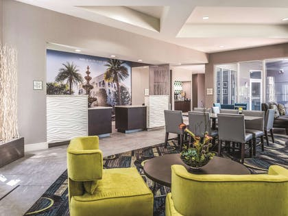 Lobby | La Quinta Inn & Suites by Wyndham Orlando Lake Mary