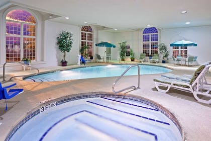 Pool | La Quinta Inn & Suites by Wyndham Cleveland Macedonia
