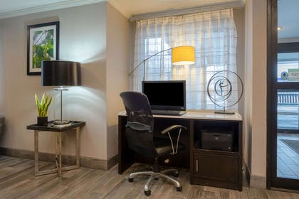 Business Center   La Quinta Inn & Suites by Wyndham Cleveland Macedonia