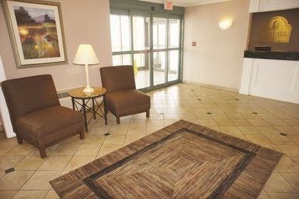 Lobby | La Quinta Inn by Wyndham Cleveland Independence