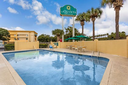 Pool | La Quinta Inn & Suites by Wyndham Orlando South