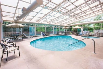 Pool | La Quinta Inn & Suites by Wyndham Cincinnati NE - Mason