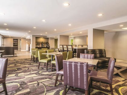 Property amenity   La Quinta Inn & Suites by Wyndham Cleveland - Airport North