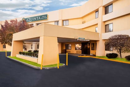 Exterior | La Quinta Inn & Suites by Wyndham Columbia