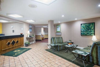 Lobby | La Quinta Inn & Suites by Wyndham Columbia