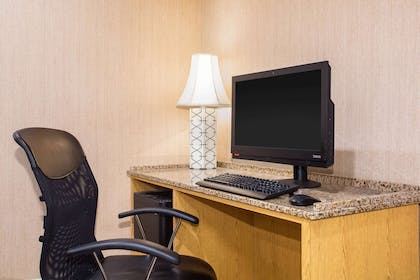 Business Center | La Quinta Inn & Suites by Wyndham Columbia