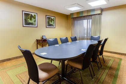 Meeting Room | La Quinta Inn by Wyndham Chicago Willowbrook