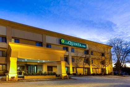 Exterior | La Quinta Inn by Wyndham Chicago Willowbrook