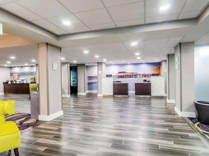 Lobby | La Quinta Inn & Suites by Wyndham Myrtle Beach - N Kings Hwy