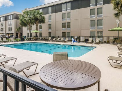 Pool | La Quinta Inn & Suites by Wyndham Myrtle Beach - N Kings Hwy
