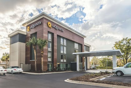 Exterior | La Quinta Inn & Suites by Wyndham Myrtle Beach - N Kings Hwy