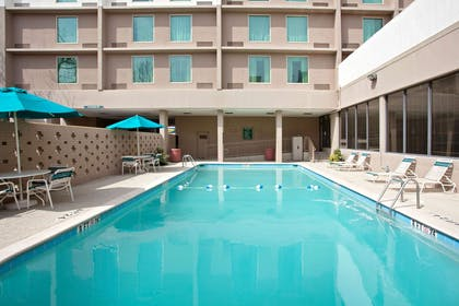 Pool | La Quinta Inn & Suites by Wyndham Downtown Conference Center