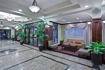 Lobby | La Quinta Inn & Suites by Wyndham Downtown Conference Center