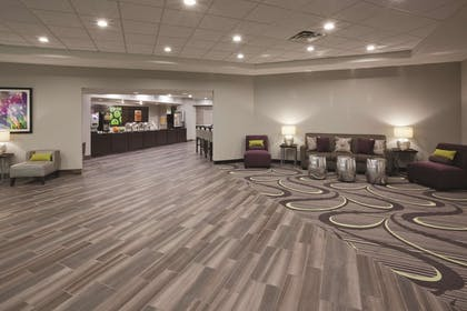 Lobby | La Quinta Inn & Suites by Wyndham Minneapolis Bloomington W