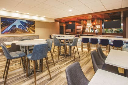 BarLounge | La Quinta Inn & Suites by Wyndham Chicago Downtown