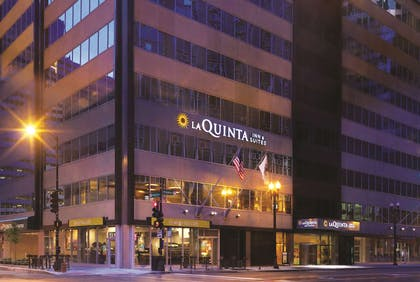 Exterior | La Quinta Inn & Suites by Wyndham Chicago Downtown