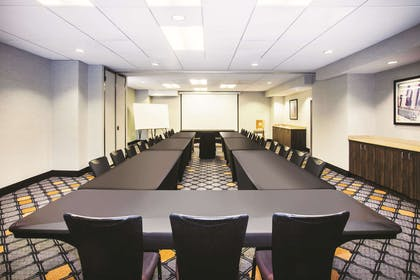 Meeting Room | La Quinta Inn & Suites by Wyndham Chicago Downtown