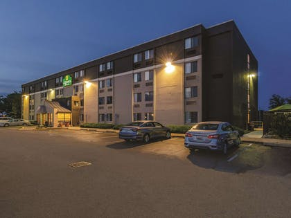 Exterior | La Quinta Inn & Suites by Wyndham Warwick Providence Airport