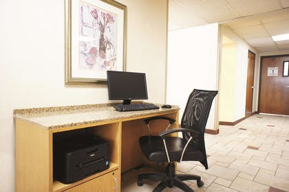 Business Center | La Quinta Inn by Wyndham Indianapolis Airport Executive Dr