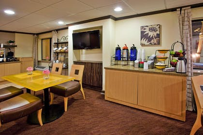 Property amenity | La Quinta Inn & Suites by Wyndham Savannah Southside