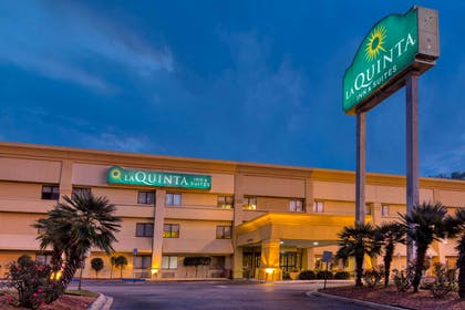 Exterior | La Quinta Inn & Suites by Wyndham Savannah Southside
