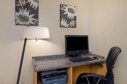 Business Center | La Quinta Inn & Suites by Wyndham Savannah Southside