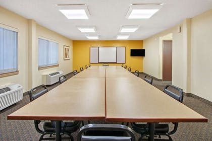 Meeting Room   La Quinta Inn & Suites by Wyndham Albuquerque Journal Ctr NW
