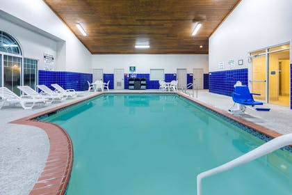 Pool | La Quinta Inn & Suites by Wyndham Rockwall