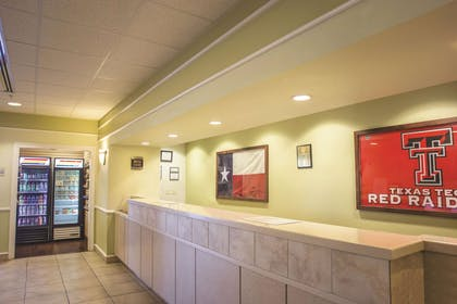 Lobby | La Quinta Inn & Suites by Wyndham Lubbock North