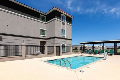 Pool | La Quinta Inn & Suites by Wyndham Midland North