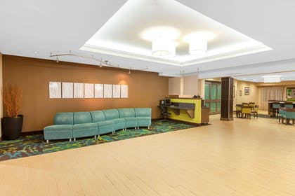 Lobby | La Quinta Inn & Suites by Wyndham Midland North