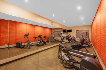 fitness room | La Quinta Inn & Suites by Wyndham Midland North