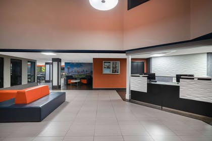 Lobby   La Quinta Inn & Suites by Wyndham Knoxville East