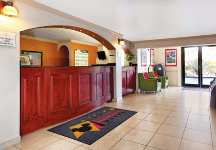 Lobby | La Quinta Inn by Wyndham Orlando International Drive North