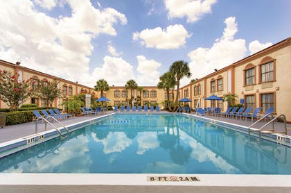 Pool | La Quinta Inn by Wyndham Orlando International Drive North