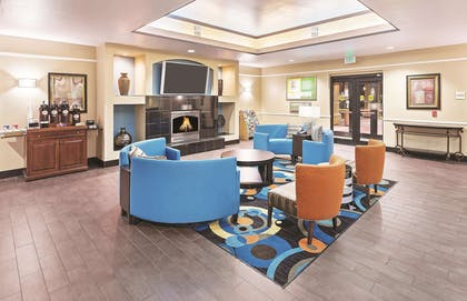 Lobby | La Quinta Inn & Suites by Wyndham Houston Hobby Airport