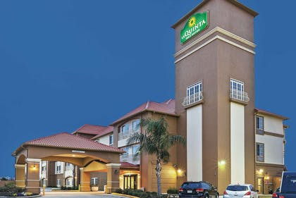 Exterior | La Quinta Inn & Suites by Wyndham Houston Hobby Airport