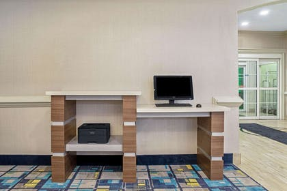 Business Center   La Quinta Inn & Suites by Wyndham Lake Charles Casino Area