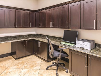 Business Center | La Quinta Inn & Suites by Wyndham Fort Worth - Lake Worth