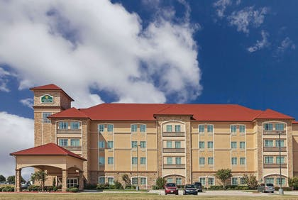 Exterior | La Quinta Inn & Suites by Wyndham Allen at The Village