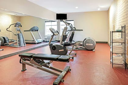 Health club | La Quinta Inn & Suites by Wyndham Paris