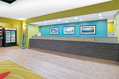 Reception | La Quinta Inn & Suites by Wyndham Paris