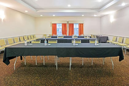 Meeting Room | La Quinta Inn & Suites by Wyndham Paris